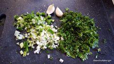 Sos de brânză albastră cu mucegai - rețeta de blue cheese dip (la rece) | Savori Urbane Nachos, Parsley, Herbs, Plants, Food, Herb, Meals, Plant, Tortilla Chips