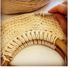 Crochet Retro Summer Bag - Tutorial ✿Teresa Restegui http://www.pinterest.com/teretegui/✿