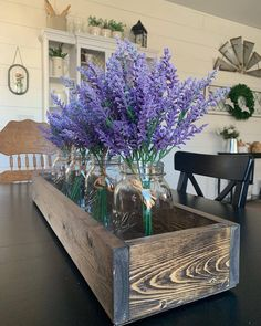 Easy and pretty Spring/Summer farmhouse DIY décor idea. Fill a simple wood planter box with mason jars and fresh flowers wrapped in twine. Table Centerpieces For Home, Simple Centerpieces, Table Decorations, Centerpiece Ideas, Farmhouse Interior, Farmhouse Design, Farmhouse Decor, Farmhouse Homes, Modern Farmhouse