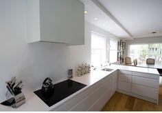 White kitchen Side Return, Narrow Kitchen, Kitchen Inspiration, Minimalism, Kitchens, Art Deco, Rooms, Interior Design, House