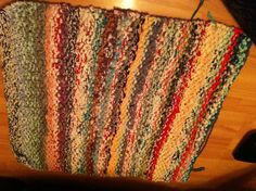 Rug knitted with old teeshirts .