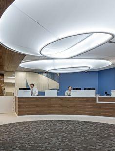 Bank: Interior Wood - Different Ideas Best Interior Design Websites, Office Interior Design, Office Interiors, Interior Design Living Room, Cove Lighting, Interior Lighting, Lighting Design, Ceiling Detail, Ceiling Design