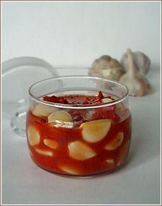 Фото к рецепту: Чеснок маринованный в томатном соке