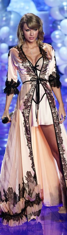 Victoria Secret Fashion Show 2014- close up of this bathrobe I LOVE. I think it was custom made for her though =(