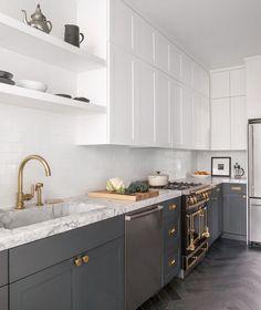 Wit boven, donker beneden (let niet op de protserige oven, kraan etc.)