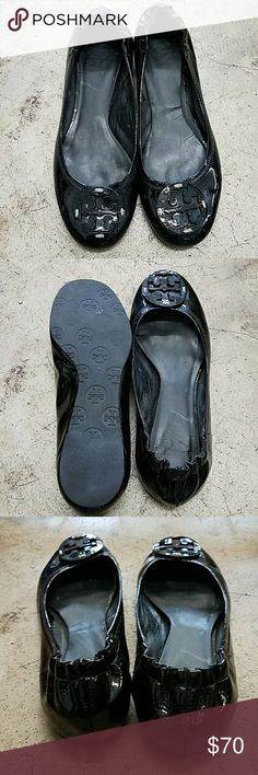 Tory Burch Reva ballet flats Patent black. Used but in absolutely great condition. NO scuffing, NO tears, NO lose threading. Will come in custommade dustcover, but no original box, no dustcover. Tory Burch Shoes Flats & Loafers