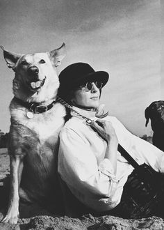Photograph of Diane Keaton, taken by Annie Leibovitz 3 February at Will Rogers State Beach, Santa Monica, California, for Vanity Fair July 1997 issue. Diane Keaton, Annie Leibovitz, Famous Dogs, Famous People, Bo Derek, Dog Photography, Photography Projects, Street Photography, Landscape Photography