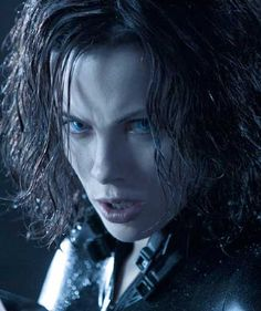 Selene is a bit angry Underworld Werewolf, Underworld Cast, Underworld Selene, Underworld Movies, Underworld Kate Beckinsale, Kate Beckinsale Pictures, Dracula Castle, Action Film, English Actresses