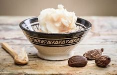What are Shea Butter benefits for our skin and hair and how to use it at home? Shea butter is a fat extracted from the nut of the African shea tree Shea Butter Lip Balm, Unrefined Shea Butter, Homemade Lip Balm, Diy Lip Balm, Homemade Masks, Homemade Beauty Recipes, Homemade Beauty Products, Palm Fruit Oil