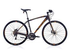 SPORTIVE-330 ; 28″ Carraro Sportive 330 Erkek Şehir Bisikleti 30-V Hd Modelinde Alüminyum 1.1/8″ Yarı Entegre Hydroformed kadro ve 28″ Yol Alüminyum 1.1/8″ maşa kullanılmıştır. Ön vites Shimano Deore 610, arka vites Shimano XT 780 Shadow'dur. Vites kolunda Shimano Deore M610 3×10 kullanılmış olup, krank takımı olarak Shimano T551 48X36X26'ya sahiptir.