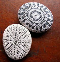 Crochet Stone, Crochet Cross, Irish Crochet, Purl Bee, Rock Crafts, Yarn Crafts, Crochet Doilies, Crochet Lace, Easy Crochet Patterns