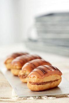 Εκλέρ+με+σοκολάτα Chocolate Shop, Fun Desserts, Nutella, Cheesecake, Muffin, Cooking Recipes, Sweets, Breakfast, Chocolates