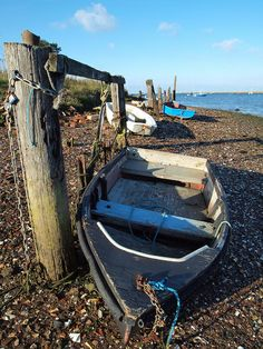 Boats at low tide on Lower Halstow creek on the river medway [shared]