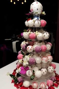 Christmas Baubles A tower of purple, deep pink and white baubles dressed with fresh orchids. There is a minimum order of 20 on individual and bauble cakes. Ask about boxes to give your bauble cakes as favours! Christmas ornament cake or tree! Christmas Wedding Cakes, Christmas Cupcakes, Cake Wedding, Holiday Cakes, Christmas Desserts, Christmas Treats, Christmas Baking, Croquembouche, Gorgeous Cakes