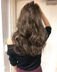 Shimmering Light Brown Highlights - 60 Hairstyles Featuring Dark Brown Hair with Highlights - The Trending Hairstyle Brown Hair Balayage, Ash Blonde Hair, Brown Hair With Highlights, Brunette Hair, Brown Hair Colors, Light Brown Hair, Light Hair, Korean Hair Color, Ulzzang Hair