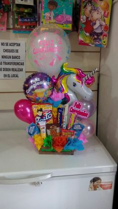Candy Boquets, Candy Bouquet Diy, Balloon Bouquet, Bouquet Box, Creative Gift Baskets, Candy Gift Baskets, Candy Gifts, Birthday Bouquet, Birthday Box