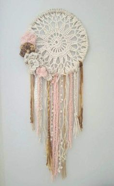 Best Embroidery Hoop Necklace Dream Catchers Ideas,Best Embroidery Hoop Necklace Dream Catchers Ideas What's embroidery ? Generally, embroidery is a unique manner of textile processing, in which pr. Crochet Wall Art, Crochet Wall Hangings, Crochet Home Decor, Crochet Crafts, Yarn Crafts, Crochet Projects, Doily Dream Catchers, Dream Catcher Decor, Dream Catcher Boho
