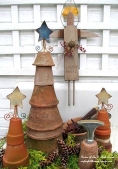 6. Create a seasonal display with upside down clay pots | Community Post: 17 Charming Garden Art DIYs