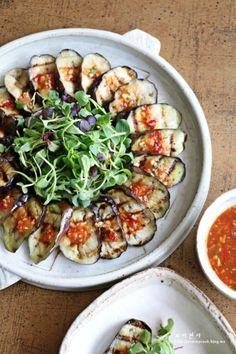 Korean Side Dishes, Food Design, Diet Recipes, Cooking Recipes, Cooking Photography, Food Decoration, Cafe Food, Korean Food, Food Presentation