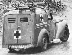 Caen: ambulance  fourgonnette Amilcar Compound agencée en véhicule de première intervention pour la Croix Rouge Française