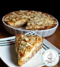 Żytnia tarta szarlotkowa z budyniem, kruszonką i migdałami (bez cukru)  zapraszam do przepisu: http://tortowerewolucjezdrowo.blogspot.com/2014/04/zytnia-tarta-szarlotkowa-z-budyniem.html