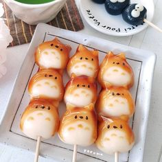 Sweet Soy Sauce Recipe, Snacks Japonais, Japanese Food, Totoro Japanese, Japanese Sweets, Japanese Candy, Dango Recipe, Good Food, Yummy Food