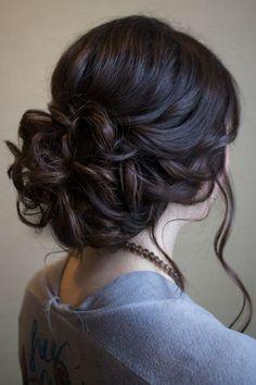 Hochsteckfrisur für mittellanges Haar