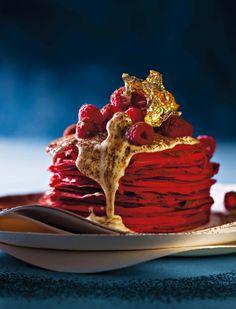 Rooi fluweel-pannekoeke met roomkaas-sous   SARIE   Red velvet pancakes