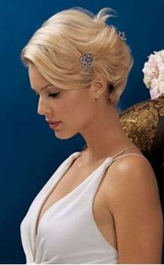 classic bridal chignon hairstyle - Wedding hairstyles half up half down Short Blonde Updo, Bridal Chignon, Wedding Hairstyles Half Up Half Down, Short Wedding Hair, Wedding Pins, Best Short Haircuts, Bridal Hair And Makeup, Elegant Hairstyles, Formal Hairstyles For Short Hair