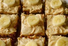 Flourless Gluten-Free Banana Cake is fluffy and moist made with only 5 real ingredients and topped with a peanut butter frosting! You would never believe it's healthy! Can be paleo and vegan too! Gf Recipes, Healthy Eating Recipes, Healthy Desserts, Alkaline Recipes, Recipies, Peanut Butter Frosting, Peanut Butter Banana, Banana Snacks, Gluten Free Banana
