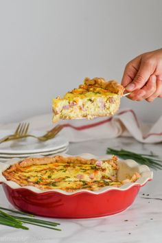 This delicious Ham and Cheese Quiche mixes up fast and has so little hands on time! Make it for a delicious weeknight dinner, or a big Sunday morning brunch! Quiche Lorraine Recipe, Ham And Cheese Quiche, Vegetable Quiche, Berry Cobbler, Quiche Recipes, Easy Weeknight Meals, Great Recipes, Breakfast Recipes, Sunday Morning
