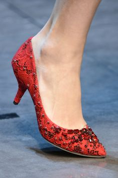 Dolce & Gabbana Fall Winter 2013 2014 Milán, haute coutre in red.