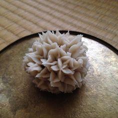 種子 seed #御菓子丸 Japanese Deserts, Japanese Snacks, Japanese Sweets, Japanese Food, Thai Dessert, Dessert Bread, Sweet Desserts, Confectionery, Food Plating