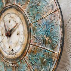 Clocks Inspiration, Space Drawings, Funky Painted Furniture, Diy Resin Art, Decoupage Art, Diy Clock, Wood Tools, Stencil Designs, Handmade Home Decor