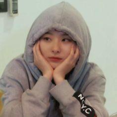 red velvet seulgi discovered by olivia on We Heart It Kpop Girl Groups, Korean Girl Groups, Kpop Girls, Asian Music Awards, Kang Seulgi, Red Velvet Seulgi, Kim Yerim, Meme Faces, Ulzzang Girl