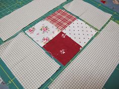 MI RINCON DE COSTURA: COLCHA DE CUADRITOS Colchas Quilting, Scrappy Quilt Patterns, Patchwork Quilt, Rag Quilt, Quilts, Picnic Blanket, Outdoor Blanket, Diy And Crafts, Sewing Projects