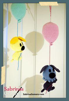Woezel (blue dog)+ balloon. Free Amigurumi Crochet Pattern + video tutorial. Written pattern here: http://www.sabrinasomers.nl/p/haakpatroon-woezel-woezel-en-pip.html My Pinterest link to Pip (yellow dog) + balloon here: https://www.pinterest.com/pin/222928250282579642/