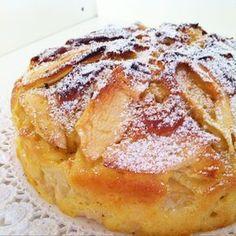 Torta alle mele e yogurt Apple Recipes, Sweet Recipes, Baking Recipes, Cake Recipes, Dessert Recipes, Healthy Breakfast Smoothies, Italian Recipes, Food To Make, Food And Drink