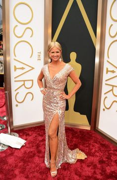 Nancy O'dell (48) 2014 Oscars Red Carpet To See more outfits modeled by Women over 45 see: http://stillblondeafteralltheseyears.com/category/outfits-modeled-women-over-45/ #OutfitsModeledbyWomenover45 #fashionforWomenover45 #NancyOdell