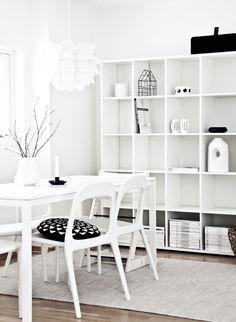 Via Regines Kreativiteter | White Livingroom | Normann Copenhagen Lamp | Ikea Chairs