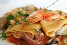 Paccheri allo scoglio Italian Main Courses, Risotto Cremeux, Pasta Recipes, Cooking Recipes, European Cuisine, Chili, Italian Pasta, International Recipes, Al Dente