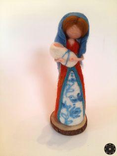 Tűnemez gyapjú baba, Székely Mária, magyar motivum Baba, Nativity, Christmas Crafts, Marvel, Crochet, Backgrounds, Fairies, The Nativity, Ganchillo
