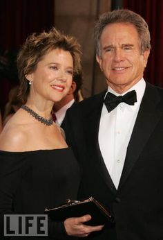 Annette Bening and Warren Beatty Being Julia nominee Bening and the man she famously got to settle down smile in Hollywood Couples, Hollywood Icons, Celebrity Couples, Celebrity Weddings, Annette Benning, Famous Duos, Warren Beatty, Elvis And Priscilla, Star Wars