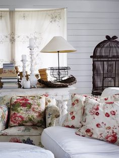 Shabby chic living room designs and decor ideas Cottage Chic, Shabby Cottage, Cottage Living, Home Living, Cottage Style, Lake Cottage, Living Rooms, Shabby Chic Living Room, Shabby Chic Kitchen
