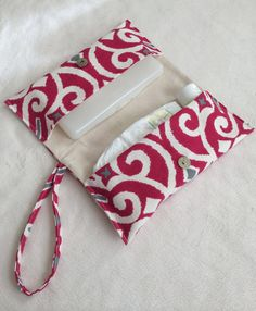 Items similar to Two Pocket Diaper Clutch on Etsy Sewing For Kids, Baby Sewing, Baby Crafts To Make, Sewing Crafts, Sewing Projects, Nappy Wallet, Baby Wipe Case, Diaper Clutch, Baby Gadgets