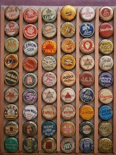 TAPAS CORONA bottle caps Beer Bottle Caps, Beer Caps, Vintage Bottles, Vintage Labels, Arte Pallet, Corona Bottle, Grape Soda, Diy Buttons, Displaying Collections