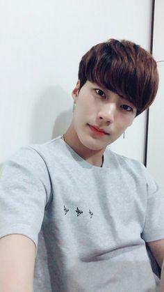 we are imfact Cute Asian Guys, Cute Korean, Korean Men, Asian Boys, Asian Men, Korean Boys Ulzzang, Ulzzang Boy, How To Look Pretty, How To Look Better