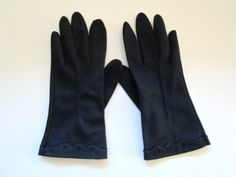 Vintage Navy Blue Gloves Size 6.5 Scalloped Wrist by MrsDinkerson
