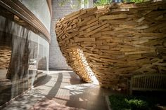 Bibliothek Eingang moderne Skulptur umweltfreundlich