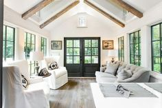 See Inside Jeffrey Dungan's 'Low Country' Genius Design for Clayton Homes - Tiny House Looks Like Southern Cottage Small Room Design, Tiny House Design, Home Design, Design Ideas, Tiny House Living, Home And Living, Cottage House, Small Living, Low Country Homes